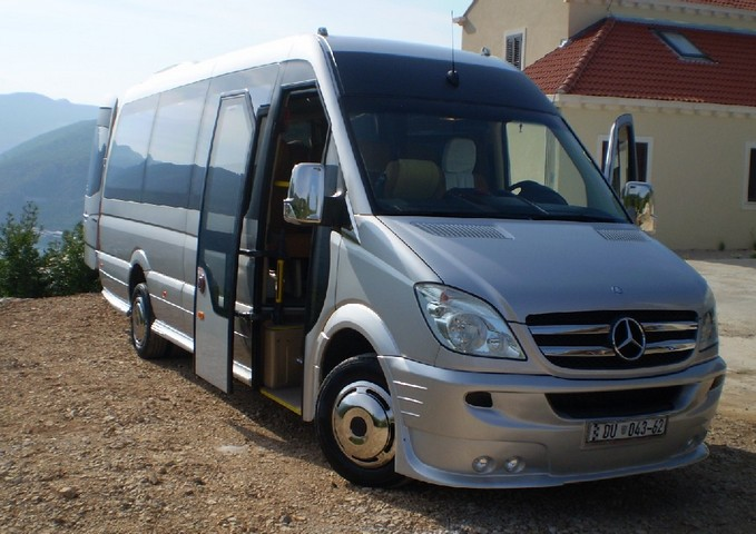 autocars autobus minibus et van pour 19 29 personnes location et transferts a roport prague. Black Bedroom Furniture Sets. Home Design Ideas